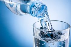 Water Retention Remedies Alkaline drinking water typically has a pH of to - The kinds of water you drink can make a big difference in your health. Read this to learn the power of alkaline drinking water on your health. Double Chin Treatment, Double Menton, Water Retention Remedies, Benefits Of Drinking Water, Air Mineral, Mineral Water, Appetite Control, Apple Cider, Health Benefits