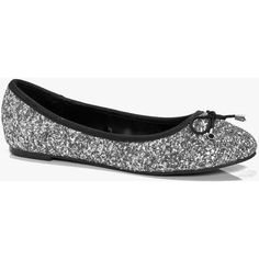 Boohoo Lucy Metallic Bow Trim Ballet Pumps ($16) ❤ liked on Polyvore featuring shoes, pumps, silver, silver metallic flats, flat shoes, bow ballet flats, silver flats and roll up ballet flats