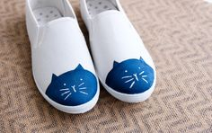 Easy How To Cute DIY Cat Toe Shoes. Cap toe shoes are trending this year & the Internet loves cats. What do you get when you combine the two? Cat toe shoes