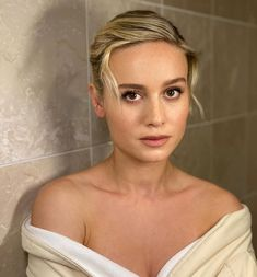 Brie prepped for her Just Mercy event Brie Larson, Blake Steven, Celebrity Faces, Gal Gadot, Marvel Movies, Sacramento, American Actress, Gorgeous Women, Beautiful People
