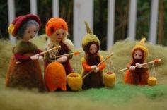 so sweet :-) Waldorf Crafts, Waldorf Toys, Wet Felting, Needle Felting, Saint Martin, Nature Table, Autumn Crafts, Tiny Dolls, Funny Tattoos