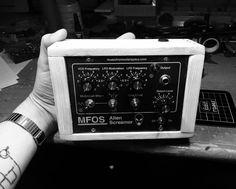 Alien Screamer analog synth drone box
