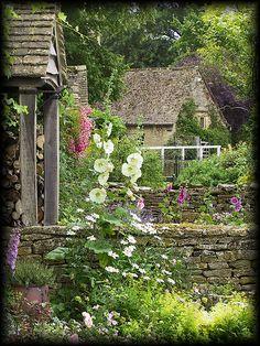 English Cottage Garden - Cotswold, UK