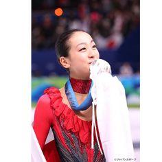 いいね!438件、コメント2件 ― 高島屋浅田真央展【公式】さん(@asadamaoten)のInstagramアカウント: 「トリプルアクセルを飛ぶ天才少女時代から世界チャンピオンになった浅田真央さん。名シーンの写真パネルや衣装、オリンピックや世界選手権、全日本選手権で獲得した数々のメダルも展示!⛸✨ #asadamao…」