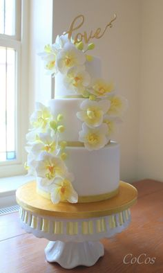 Moth orchid wedding cake by Lynette Brandl Orchid Wedding Cake, Orchid Cake, Moth Orchid, Amazing Wedding Cakes, Elegant Wedding Cakes, Wedding Cake Designs, Bolo Floral, Floral Cake, Gorgeous Cakes