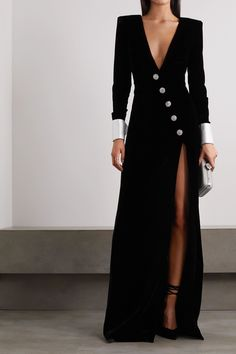 Classy Dress, Classy Outfits, Chic Outfits, Dress Outfits, Fashion Dresses, Elegant Dresses For Women, Beautiful Dresses, Mode Monochrome, Velvet Gown