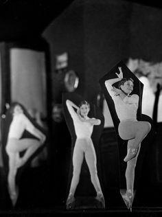Atelier Robert Doisneau | Galeries virtuelles des photographies de Doisneau - Danse Zizi Jeanmaire