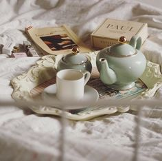 Imagen de ✽ Teapot, vintage, tea time and books Aesthetic Food, Aesthetic Vintage, Cozy Aesthetic, Princess Aesthetic, Fancy, Cakepops, Aesthetic Pictures, Superfood, Afternoon Tea