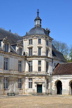 Der nördliche TreppenturmChateau de Tanlay DSC 0284 - Schloss Tanlay – Wikipedia – Foto Pline