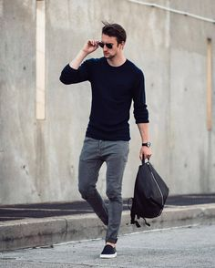 3 Stunning Ways to Wear a Crew Neck Sweater is part of Hipster mens fashion - Read on to know about the three different ways men can style their crew neck sweater and look cool and stylish this winter Outfits Casual, Mode Outfits, Fashion Outfits, Fashion Ideas, Fashion Blogs, Fashion Trends, Fashion Clothes, Sweater Outfits, Mens Fashion Blog