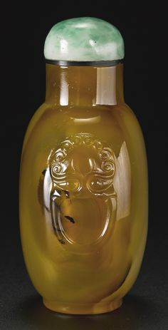 AN OFFICIAL SCHOOL BANDED AGATE SNUFF BOTTLE<br>QING DYNASTY, 18TH / 19TH CENTURY | lot | Sotheby's