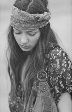 Portrait - Editorial - Hippie - Hippy - Bohemian - Boho - Gypsy - Photography - Black and White - Pose Inspiration