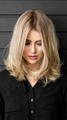 Cute Hairstyles for Medium Length Hair 2019 See here and choose our best ever ideas of medium hairstyles in This is really best way for every woman to get trendiest hair looks. Medium length hairstyles are easy in styling and caring and more pop Medium Long Hair, Medium Hair Styles, Natural Hair Styles, Short Hair Styles, Medium Layered Hair, Cute Simple Hairstyles, Cute Medium Length Hairstyles, Gorgeous Hairstyles, Hairstyles Haircuts