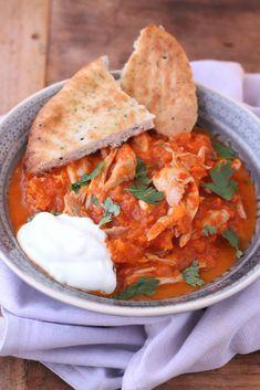 Deze heerlijke curry met kip, pompoen en garam massala is voor de verandering eens niet pittig en daardoor geschikt voor het hele gezin!