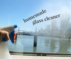 Fact: I having a sensitive sniffer. This makes using ammonia based window cleaners a tough go. That's why I was so happy to find that a natural homema. Household Cleaning Tips, Deep Cleaning Tips, Diy Cleaning Products, Cleaning Solutions, Cleaning Hacks, Homemade Glass Cleaner, Cleaners Homemade, Diy Cleaners, Cleaning Business