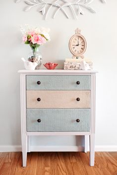 Remade chest of drawers with wood icing, very cool project for any old piece of furniture.