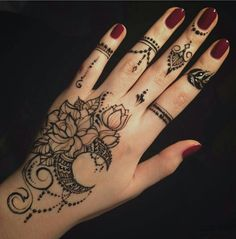 henna designs Latest Henna Tattoo Ideas for For many eastern people, Henna art on the hands and feet is a way to express celebration. For even more women around the world, henna is Pretty Henna Designs, Henna Hand Designs, Latest Mehndi Designs, Simple Mehndi Designs, Mehndi Designs For Hands, Mehandi Designs, Tribal Henna Designs, Wedding Henna Designs, Mehndi Tattoo