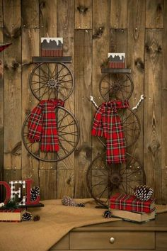 Spruce up the outside of your house with outdoor Christmas decorating ideas. Have a look at these ideas for outdoor Christmas decorations. Outdoor Christmas, Rustic Christmas, Winter Christmas, All Things Christmas, Christmas Time, Christmas Wreaths, Christmas Design, Christmas Island, Farmhouse Christmas Ornaments Diy