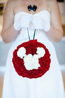For a retro Mickey and Minnie wedding