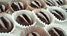 Kávové zrná v čokoláde - Receptik. Small Desserts, Czech Recipes, Chocolate Truffles, Creative Cakes, Christmas Baking, Mini Cupcakes, Sweet Recipes, Icing, Cake Decorating