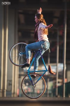 Bicycleluv — jugglernorbi:   Another lovely shot of Clem, to...