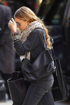 18 Fashion Don'ts The Olsen Twins Made Into Dos - Celebrity Fashion Trends Ashley Olsen Style, Olsen Twins Style, Olsen Fashion, Mary Kate Olsen, Elizabeth Olsen, Style Icons, Autumn Winter Fashion, Fall Fashion, Style Me