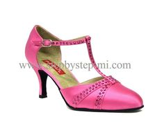 scarpa chiusa in raso fucsia, decorato a mano con strass fucsia, suola in bufalo, tacco 70#stepbystep #ballo #tango #liscio #scarpedaballo #danceshoes #cute #design #fashion #shopping #shoppingonline #glamour #glam #picoftheday #shoe #style #instagood #instashoes  #instaheels #stepbystepshoes #cute #ballroom #strass  #rhinestones #fucsia