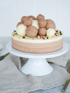 Chokladmoussetårta med nötmarängbotten | Brinken bakar