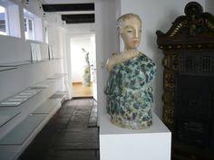 ceramic sculpture and graphic by Pauline Ullrich, exhibition 2010, gallery Hilde Holstein Bremen