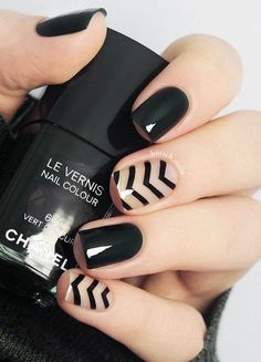 60 Dark Nails for Winter Manicure in black color you an easily combine with every outfit because black goes with every color. It isn't important do we talk about wardrobe or manicure, with black there's no mistake. Dark Gel Nails, Dark Color Nails, Black Acrylic Nails, Nail Colors, Black Nail, Dark Nail Art, Gradient Nails, Holographic Nails, Gold Nails