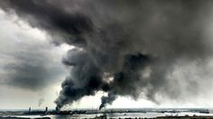 View of smoke following an explosion at the petrochemical installation of Mexican Oil Company PEMEX in Coatzacoalcos, Veracruz state, Mexico on April 20, 2016. At least 30 employees were injured in the accident. (Photo by Ignacio Carvajal/AFP Photo)
