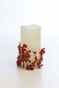 Ilexbær klippet i korte greiner er utrolig enkelt og dekorativt å vikle rundt lyset. Pillar Candles, Candle Holders, Lily, Candlesticks, Candelabra, Taper Candles, Candles, Candle Stands, Candle Stand