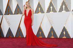A premiação mais aguardada do cinema também é um dos grandes eventos para quem é apaixonado por moda. Ousadas ou clássicas, na 88º edição do Oscar, as celebridades de Hollywood estão no centro dos holofotes. Veja os looks desfilados na noite de gala