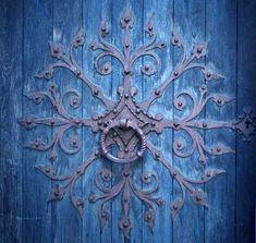 Teal door - The Magic Faraway Tree Shades Of Turquoise, Shades Of Blue, Turquoise Door, Teal Door, Old Doors, Windows And Doors, Entry Doors, Entrance, Tiffany Blue