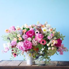 The Art of Flower Arranging & Styling: Tulipina Floral Design Studio - Emily A. Clark