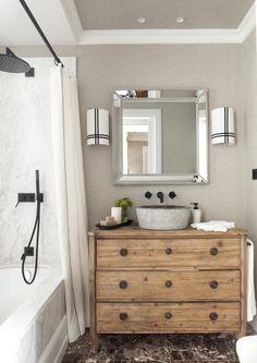 Mezcla de materiales Best Bathroom Designs, Bathroom Interior Design, Bright Apartment, Amazing Bathrooms, Bathroom Inspiration, Wood Colors, Decoration, Modern Decor, Living Room Decor