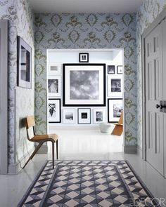 Great idea of an inlaid tile 'rug', like this one from Elle Decor. Elle Decor, Entry Way Design, Foyer Decorating, Style Retro, Entry Hall, Wood Planks, Entryway Decor, Tiny House, Sweet Home