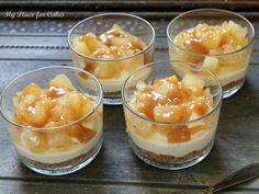 Små cheesecakes i glas med æble og karamel - My Place for Cakes Pudding Desserts, Dessert Recipes, Cheesecakes, Yummy Cakes, Food Styling, Tapas, Panna Cotta, Recipies, Deserts