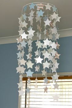 Love this DIY star chandelier for a kid's room. Love this DIY star chandelier for a kid's room. Cd Crafts, Diy Home Crafts, Diy Home Decor, Room Decor, Diy Projects Love, Star Chandelier, Cd Art, Star Decorations, Bedroom Lighting