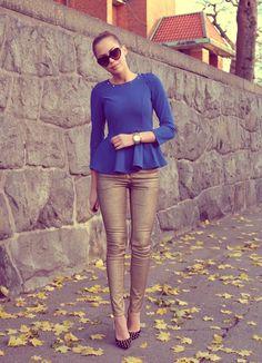 Gold skinnies, beautiful blue peplum top, and studded heels. Passion For Fashion, Love Fashion, Fashion Looks, Womens Fashion, Feminine Fashion, Daily Fashion, Metallic Jeans, Gold Pants, Fall Jeans