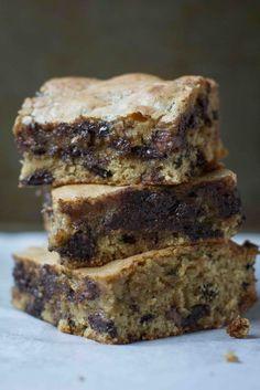 Caramel Salted Chocolate Chip Bars - BakesInSlippers