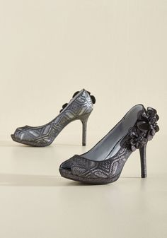 I'm Such a Fanfare of Yours Heel in Pewter