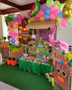 Fiesta hawaiana - Todo para organizar y decorar este cumpleaños Aloha Party, Luau Theme Party, Moana Birthday Party, Moana Party, 24th Birthday, Tiki Party, Party Themes, Flamingo Party, Baby Showers