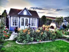 Ein Clockhouse als Pool Haus am Naturpool | Haus and Gardens