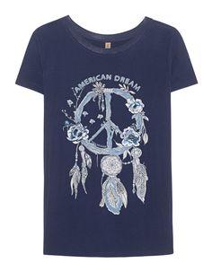 """T-Shirt mit Print Das navy blaue T-Shirt im lockeren Schnitt aus einem angenehm stretchigen Material mit Rundhalsausschnitt, """"American Dream""""- Schriftzug, mit Traumfänger- und Blumen-Stickerei verziertes Peace-Zeichen sowie funkelndem Strassstein-Besatz.  Ein cooles Statement-Piece!"""