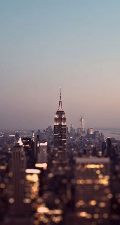 Her-name-was-New-York.jpg 744×1.392 píxeles