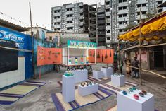 Design Museum Dharavi - a portable museum in one of the world's largest slums – has opened in Mumbai, India with exhibitions on terracotta pottery and cricket. Fashion Street Mumbai, Community Space, Community Service, Arts Integration, Spanish Artists, Museum Exhibition, Exhibition Stands, Slums, Design Museum