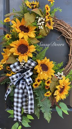 Easy Fall Wreaths, Thanksgiving Wreaths, How To Make Wreaths, Holiday Wreaths, Spring Wreaths, Yarn Wreaths, Winter Wreaths, Mesh Wreaths, Wreath Crafts