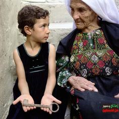 Ya Allah such a beautiful picture in such a bad environment inshAllah Palestine  will  be free!