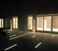 Recessed walk over luminiare for exterior applications. This system allows for limitless design of linear patterns or continuous light lines. Linear Lighting, Landscape Lighting, Strip Lighting, Outdoor Lighting, Lighting Design, Modern Architecture House, Light Architecture, Studio Apartment Design, Residential Lighting